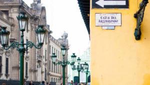 Calle en el centro de lima