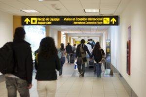 Pasillo de aeropuerto Jorge chavez de Lima