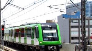 Vagon en marcha del metro de lima